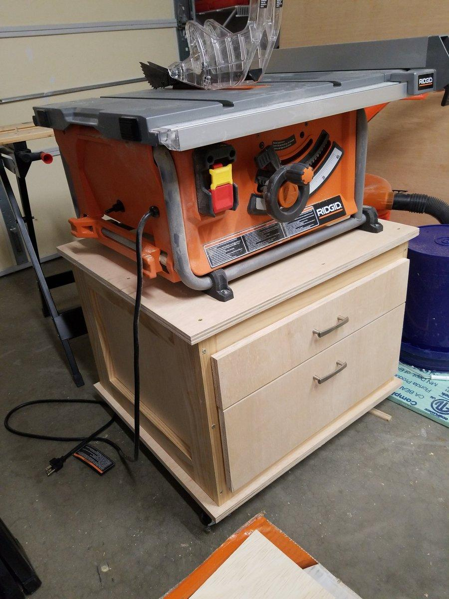 Mobile table saw cart